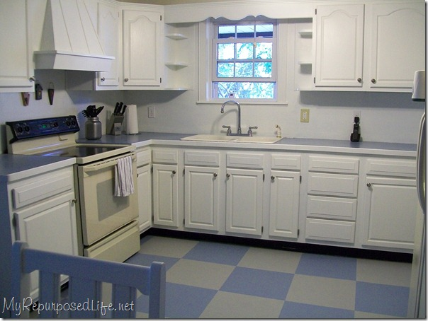 Diy paint your vinyl floor no more excuses for ugly floors for Painting kitchen floors vinyl