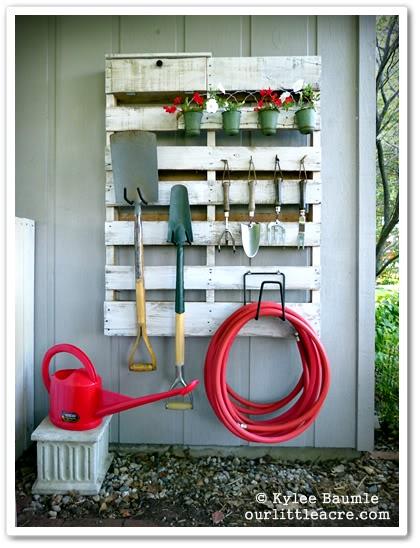 DIY Pallet Wood Garden Organizer