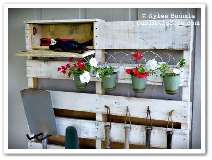 DIY Pallet Wood Garden Organizer2